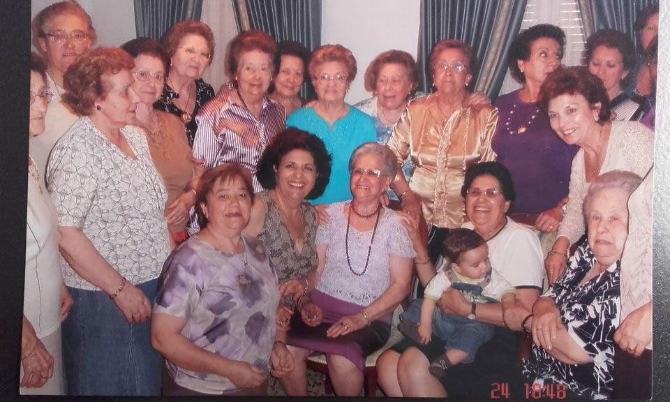 img-gih-2016-hermanas_limpian_enseres-01